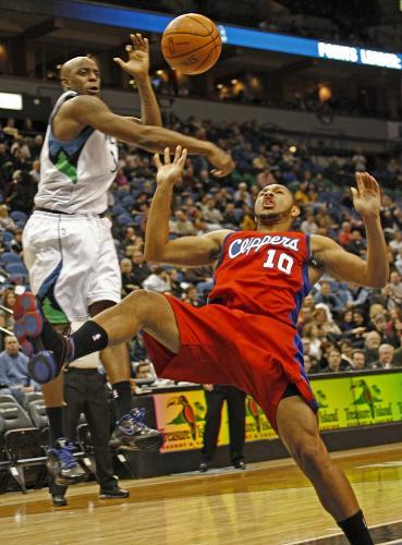 Minnesota's Damien Wilkins batted the ball away from Clippers' Eric Gordon.