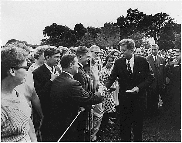 Kennedy greeting Peace Corps volunteers, 1961