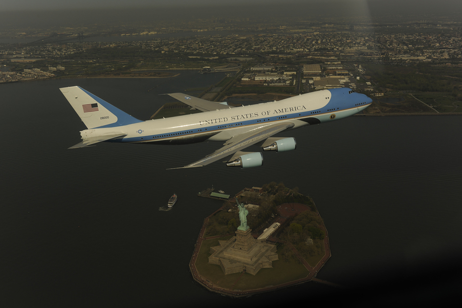 Air Force One over lower Manhattan